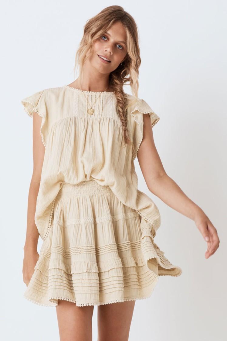 https://aus.spell.co/products/hanalei-blouse?color=Sand&via=Z2lkOi8vc3BlbGxkZXNpZ25zL1dvcmthcmVhOjpOYXZpZ2F0aW9uOjpTZWFyY